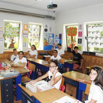 Etudiants dans une salle de classe à l'école de Chypre